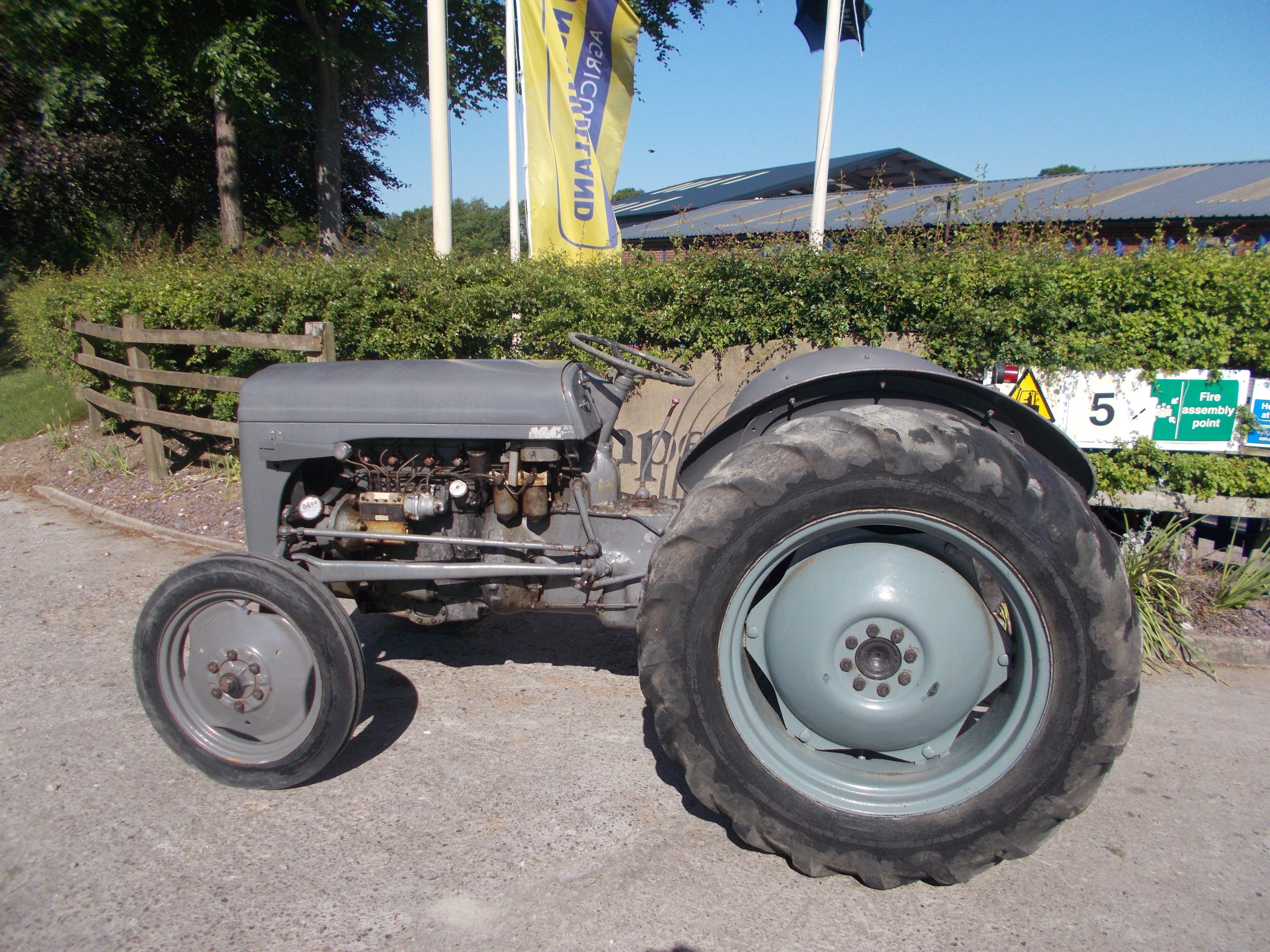 Ferguson TEF 20 Tractor U3914