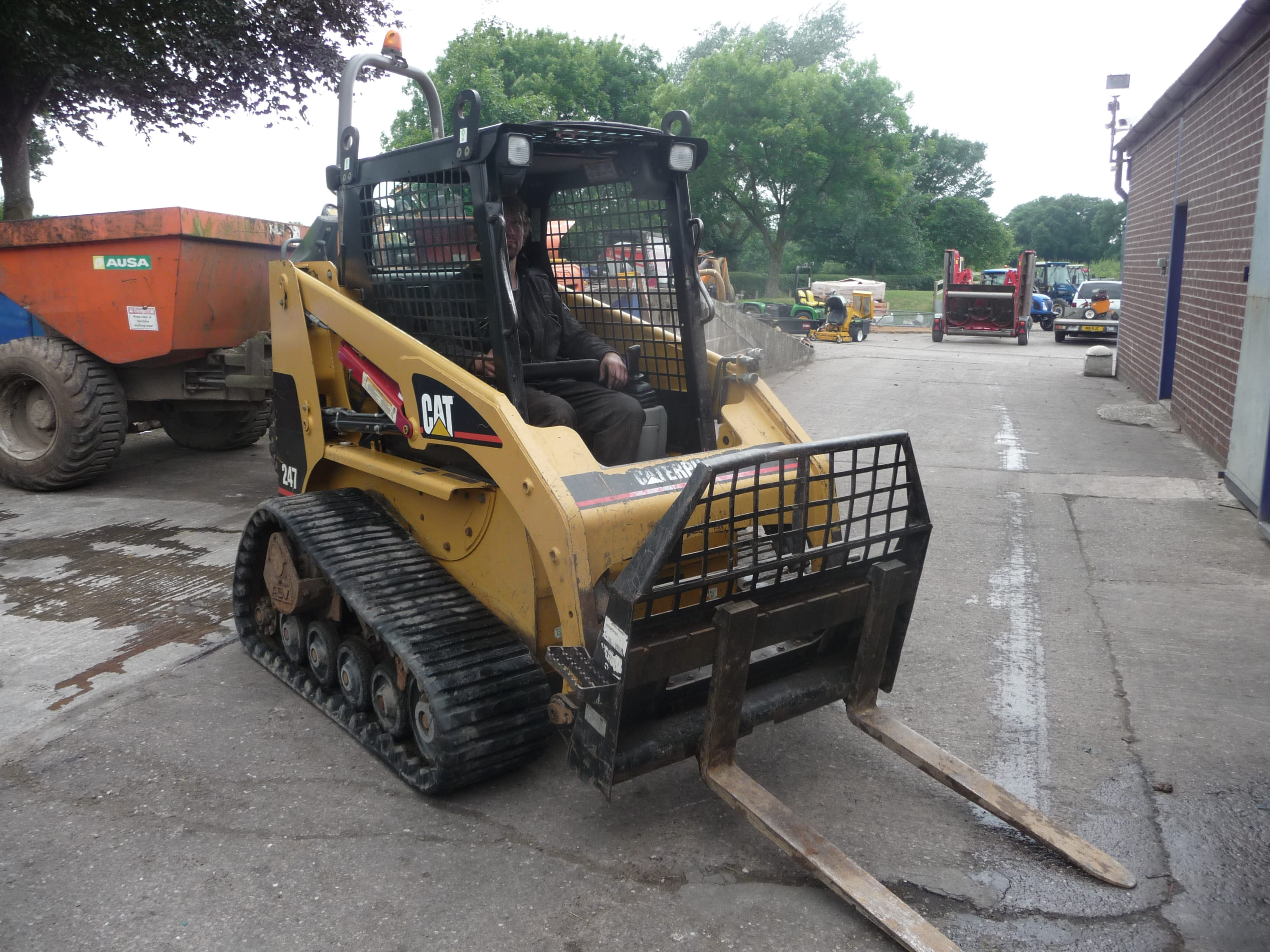 Cat 247 Skid Steer - U3945