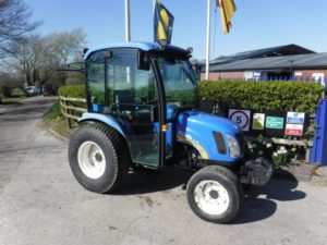 New Holland Boomer 2035 Tractor U4388